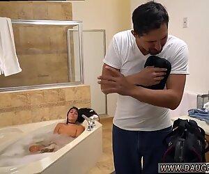 Pullukka teini anaali-lelu Lexy Bandera saa putkensa puhdistamaan jam-kokoinen kulli