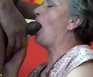 Minun pullukka karvainen tuhero isoäiti nauttii ensimmäisestä iso musta kulli rotujenvälinen -oppitunnistaan