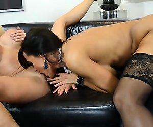 Nikita Von James forte poitrine lesbienne baise