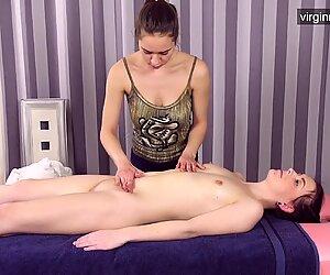 Neitsyt kuuma tyttö sasha mamaeva saa hänen ensimmäinen hieronta