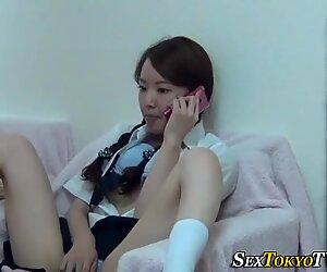 Aasialainen opiskelija masturboi