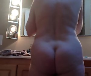 Spying on mature ass