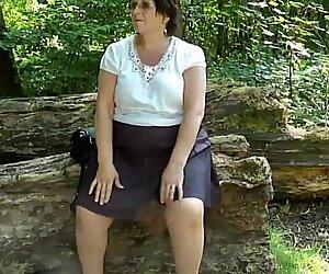 Upskirt näkymä bum metsässä osa kaksi.mp4