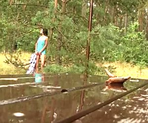 Sassy teini slut tamara on hankaus hänen tussusa metsässä
