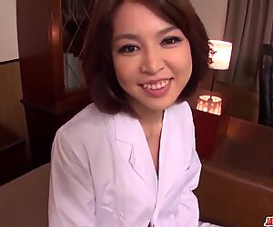 Povekas-nainen Erika Nishino työskentelee ahkerasti lad & akuutissa peniksessä - lisää osoitteessa japanesemamas com