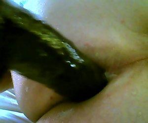 Knuller med stor dildo