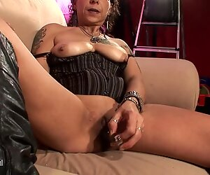 Old brutal mother masturbate on casting couch