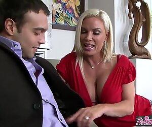 Povekas blondi milf (Timantti Foxxx) on sisäkkö, joka haluaa vittu - twistys