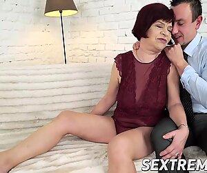 Femme mûre madame donatella chevauche une morsure comme une pro dans diverses poses sexuelles