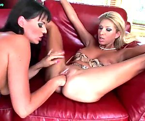 Simony Diamond and ClaraG rubbing each others cunts