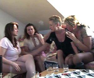 Reif Mütter ficken junge junge auf private Party