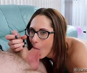Дека јебени тинејџери у наочарама