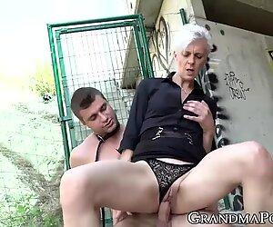 Η γιαγιά Εξασιαστέρα μακριά πριν από την ΚΑΒΑΛΑ Καγίδα Ψωλή