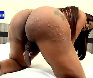 Latin ebony tranny pulling her cock