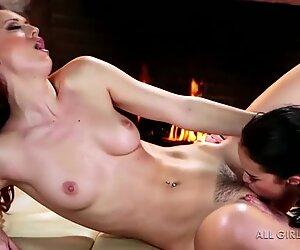 Karlie Montana ja Megan Rain mahtava kasvot ja orgasmi