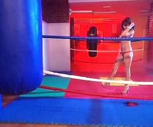 Hot babe parading in the ring