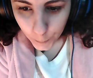 Jouer avec ma gros seins sur webcam
