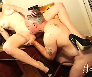 Sexy student Samantha Bentley makes Ian Tate eat her snatch
