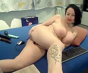 Big ass and huge tits webcam milf masturbating show