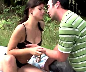 RUSSIAN AMATEUR FUCKING OUTDOOR !!