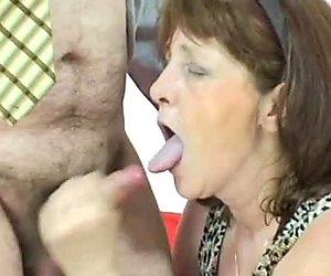 Ekelhaft pervers reif schlampe ivana c will einen penis nach sperma saugen