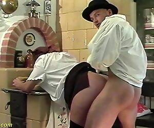Црвено жбуње маме прве груби анални секс секс