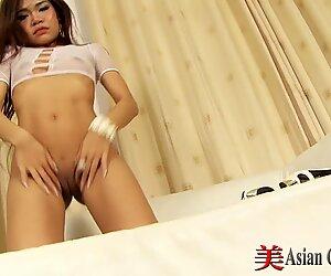 セクシーなアジア人4月のストリップショー