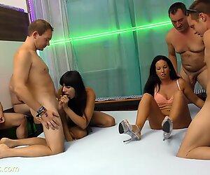 Orgie amateur allemande avec beaucoup de garnitures à la crème rapporter cette vidéo