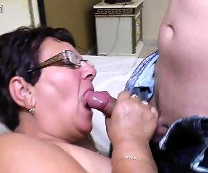 Tabou femme mûre mère baise sa jeune mec