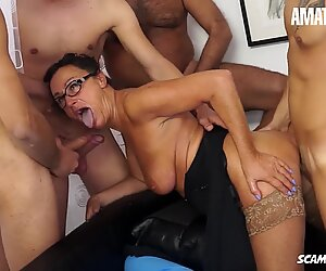 Scambisti Maturi - Granny Gets Gangbanged Hard In All Her Holes