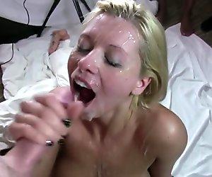 Ehefrau genießt viele schwänze und jede menge sperma
