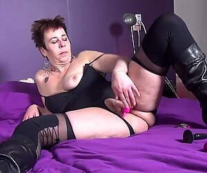 Kinky dirty mature whore with thirsty cunt