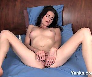 Jenkki brunette chloen klitoris