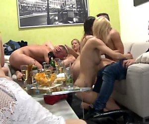 Kotitekoinen ryhmä swingers orgiat