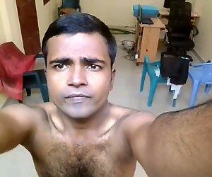 Mayanmandev - etelä-aasialainen intialainen mies selfie video 100