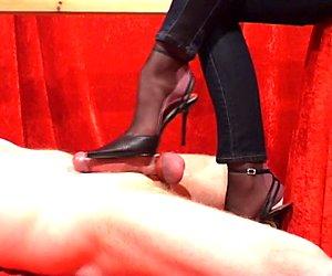 Heiße sexy Füße nehmen ihren Tribut