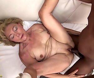 La nostra sexy vecchia nonna si gode la sua prima lezione di porno grezzo grande nera cazzo interrazziale