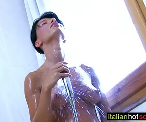 beautiful brunette milf fuck anal wide ass - amici di ItalianHotScout