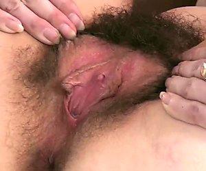 Tiffany Naylor masturbates sau khi sexy striptease