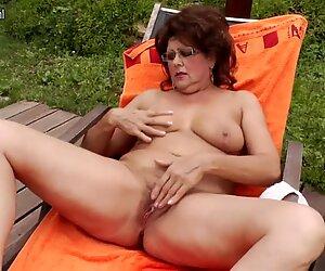 Sıcak Büyükanne Havuzda ve Onun Kılı Kunduzun tadını çıkarır