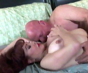 Kypsä milf rakastaa suun täydeltä mälliä hyvän vittu jälkeen