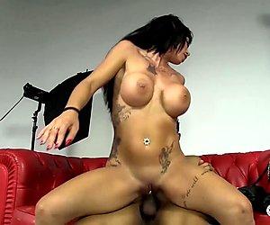 LAS FOLLADORAS - Sexy Spanish MILF fucks amateur dude