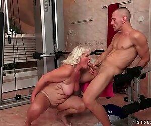 Isoäidit ja naiset miehet suihinotto suutelu ja sukupuoli