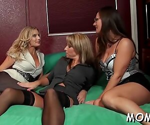 Wild sex session with MILF