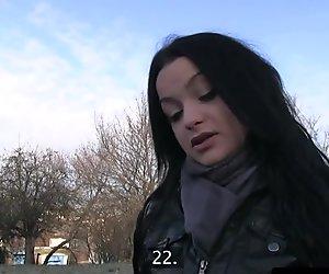 Abgeholt Amateur-Baby für Geld gehämmert